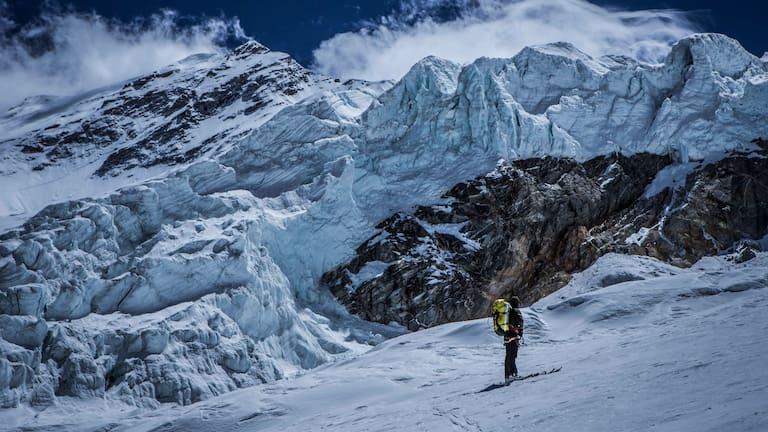 Ski-Bergsteiger Grzegorz Bargiel im Himalaya (Tibet)