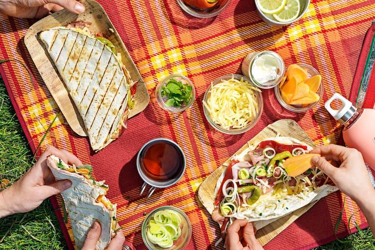 Ideal für Picknick und Wanderung: Tortilla-Calzonen
