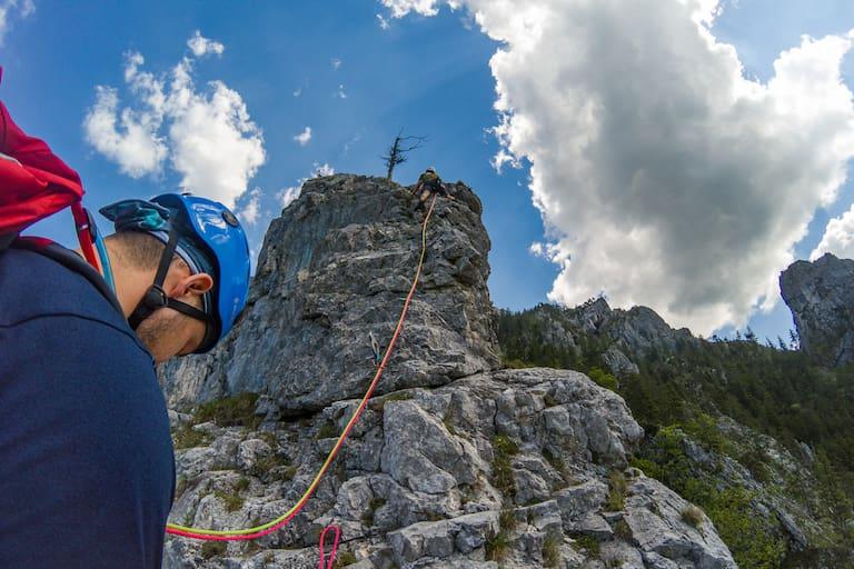 Mehrseillängentour: Kletterer am Fels