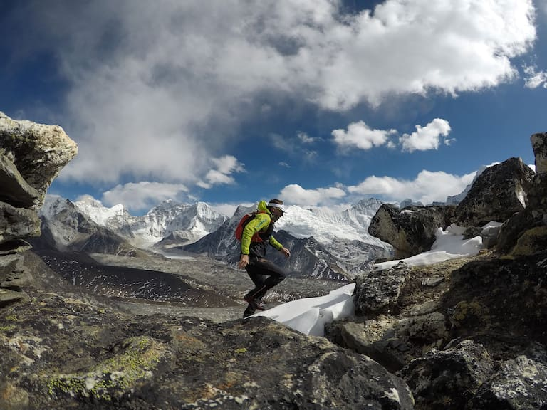 Ueli Steck beim Training im Himalaya