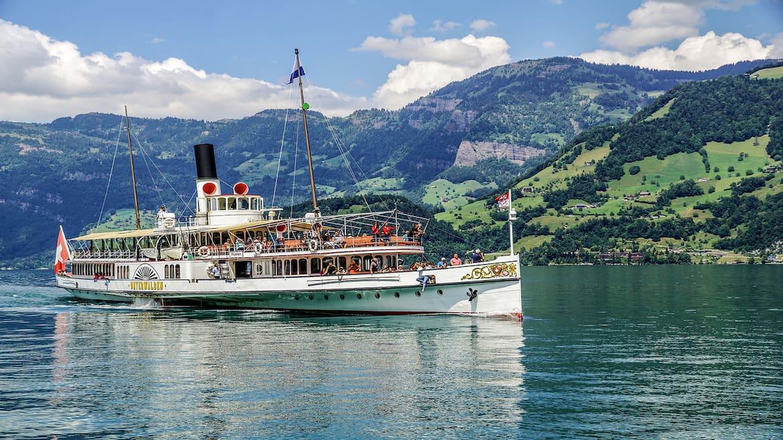 Mit dem historischen Dampfschiff schippert man besonders stilvoll über den Vierwaldstättersee.