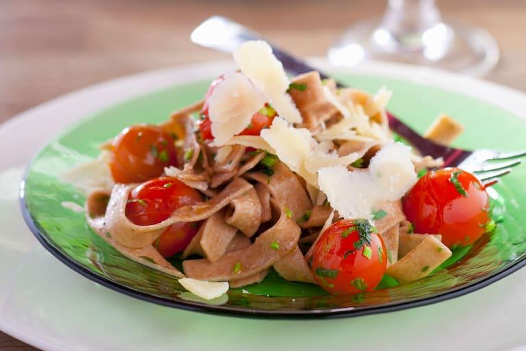 Vollkorn-Pasta mit Speck-Sauce