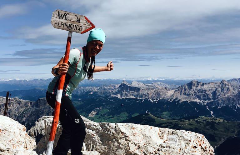 Ana Zirner auf dem Weg über die Alpen