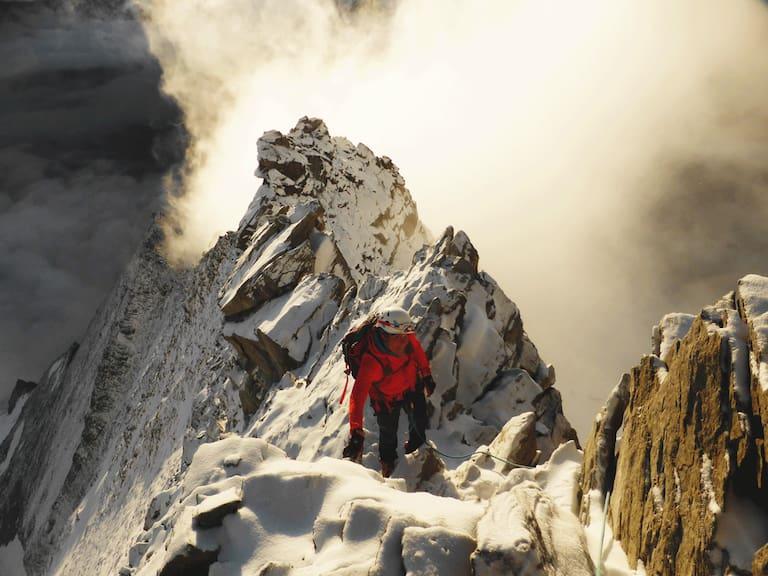 Die bergführende Traumerfüllerin Magdalena Habernig auf dem Weisshorn (4.504 m) in den Walliser Alpen