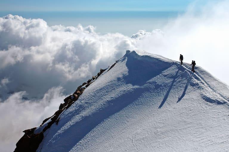 Bergsteiger am Weissmies in den Walliser Alpen