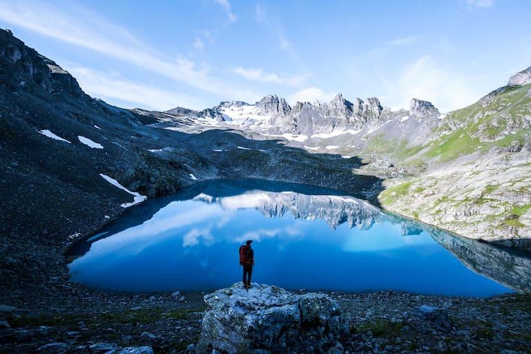 Wanderer am Wildsee im Kanton St. Gallen