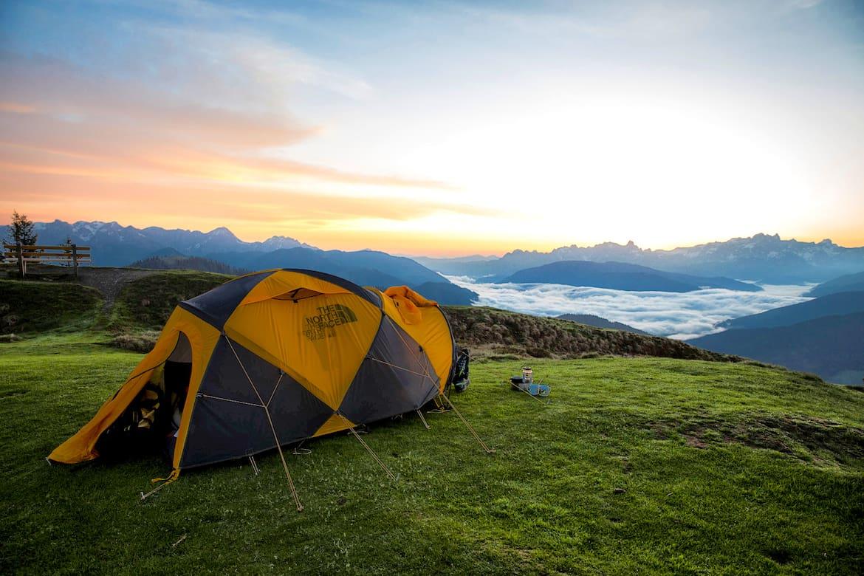 Mit Zelt am Berg: Auf die Gesetzeslage achten!