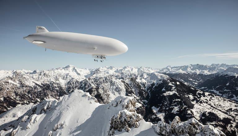 Zeppelin über den Bergen