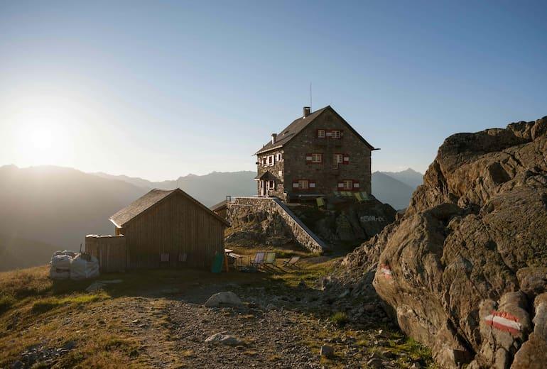 Die Erlanger Hütte ist eine typische Alpenvereinshütte in den Ötztaler Alpen.