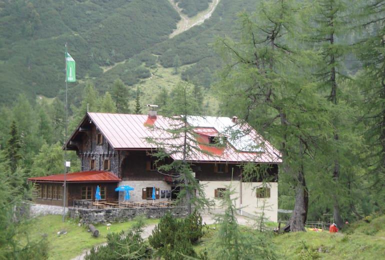 Das Hallerangerhaus befindet sich im ruhigen Hallerangertal im Karwendel.