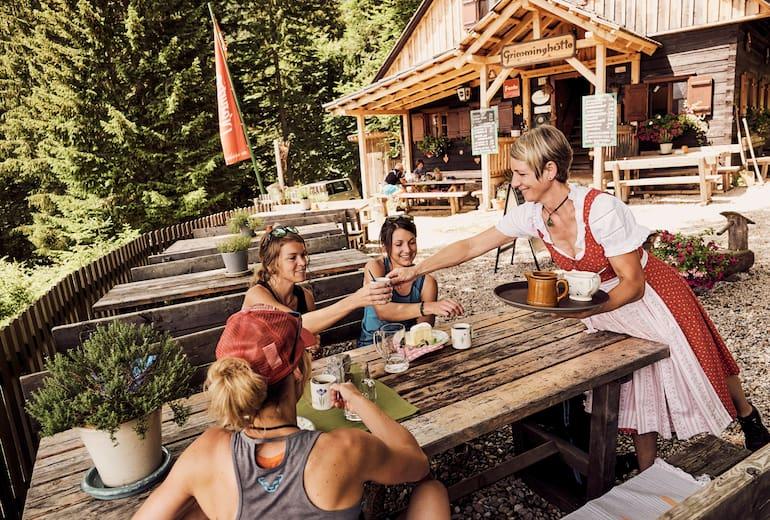 Bedienung in der Grimminghütte