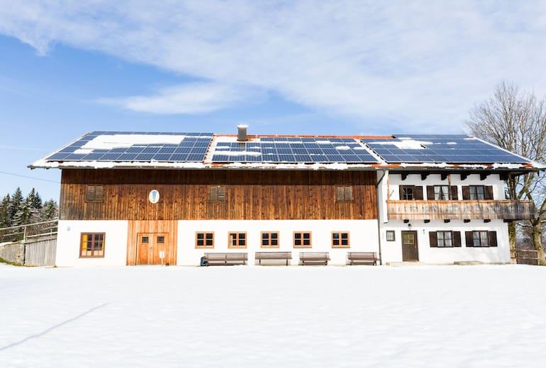 Der Oberländerhof Haunleiten (702 m) im bayerischen Bad Tölz ist der ideale Stützpunkt für Familien mit Kindern