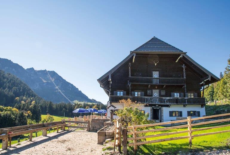 Die Hocherbalm ist ein denkmalgeschützter Bergbauernhof aus dem Jahr 1624.