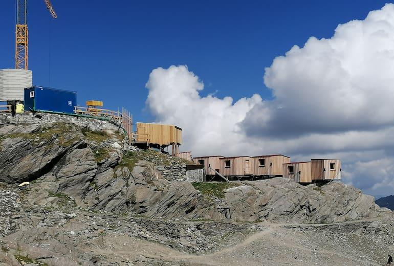 Baustelle der neuen Stettiner Hütte mit den behelfsmäßigen Unterkünften