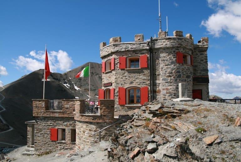 Garibaldihütte an der Dreisprachengrenze