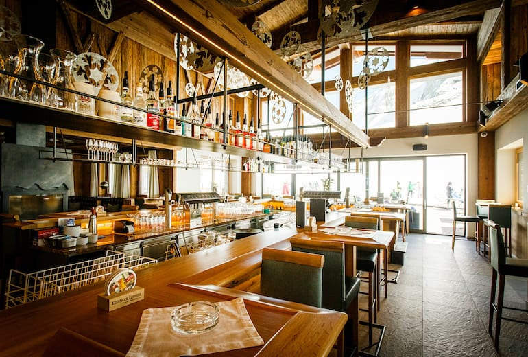 Tolle Bar im Tuxer Fernerhaus