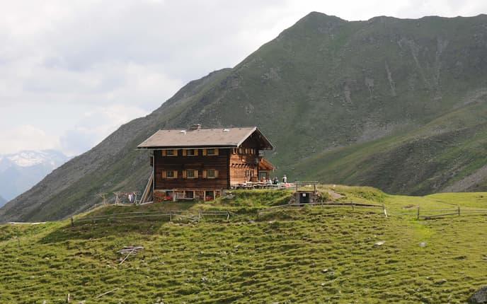 Die Zupalseehütte in der Lasörlinggruppe.