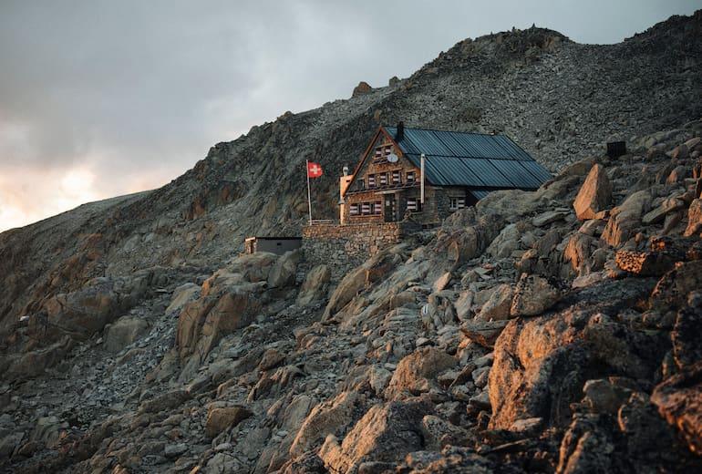 Die Cabane du Trient liegt hochalpin