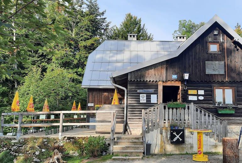 Die Anton-Schosser-Hütte liegt in der oberösterreichischen Wander- und Skiregion Hohe Dirn.