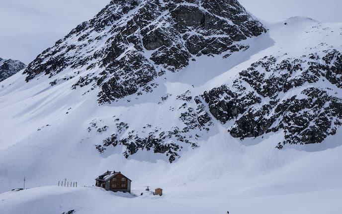 Jenatschhütte im Winter