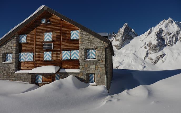 Sustlihütte im Winter