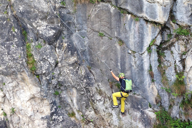 Postalm Klettersteig F Variante : Klettersteige das sind die besten frühlings touren für profis in