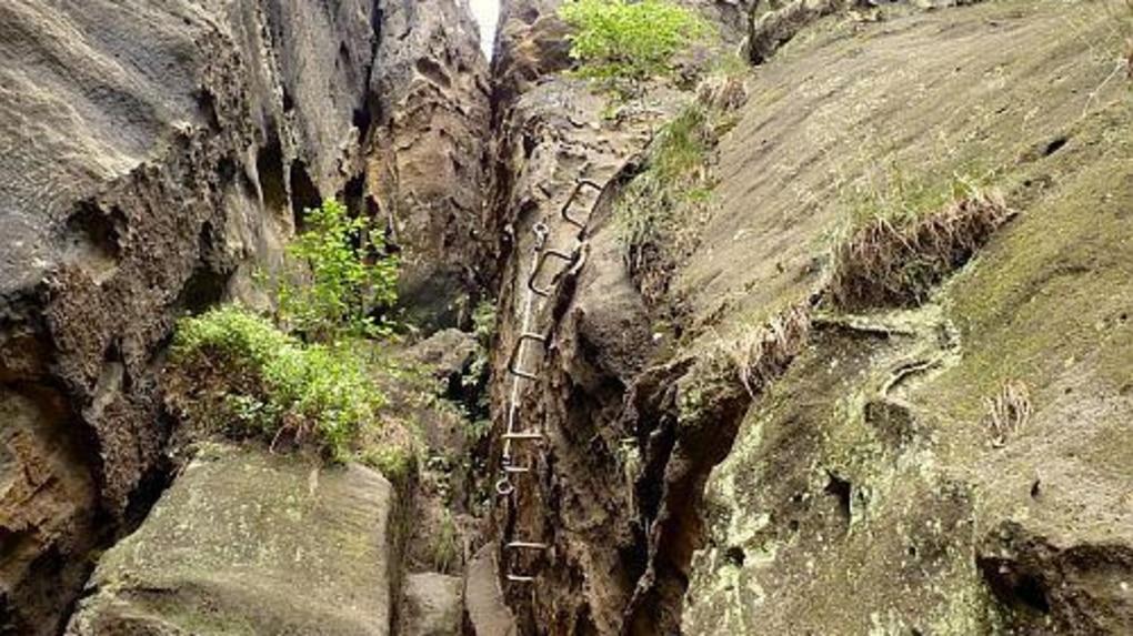 Klettersteig Sächsische Schweiz : Klettersteige: durch die häntzschelstiege in den affensteinen der