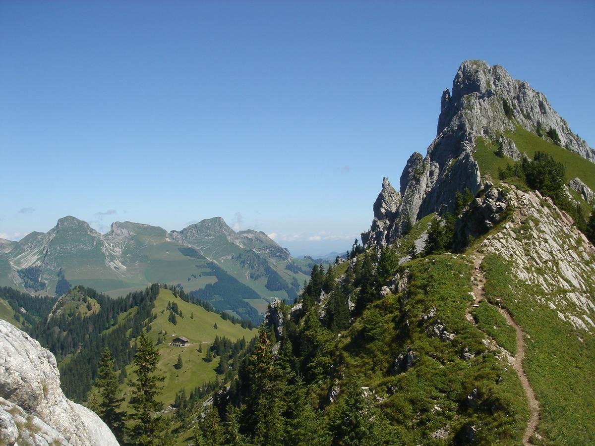 Berge Um Freiburg Karte.Wandern Rund Um Die Gastlosen Bergwelten