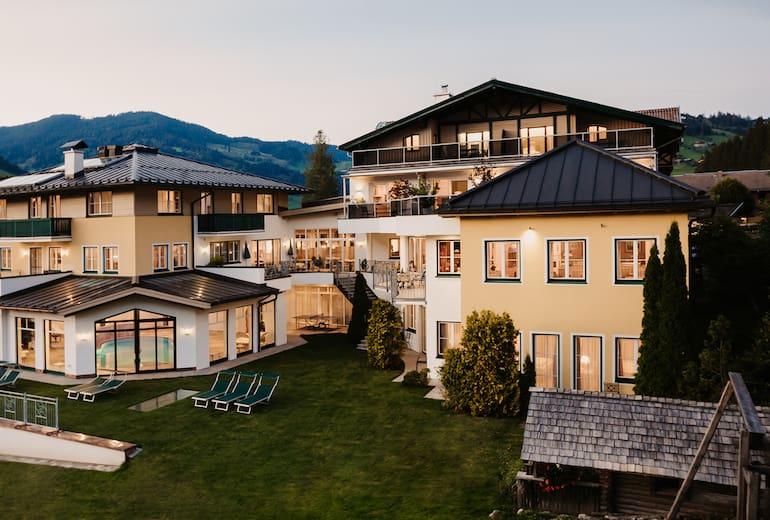 Aussenansicht Hotel Alpina Sommer