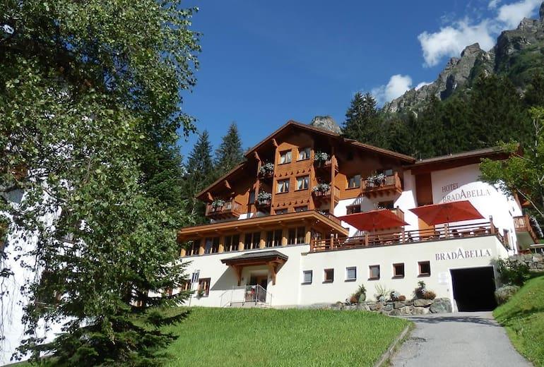 Hotel Aussenansicht_Sommer